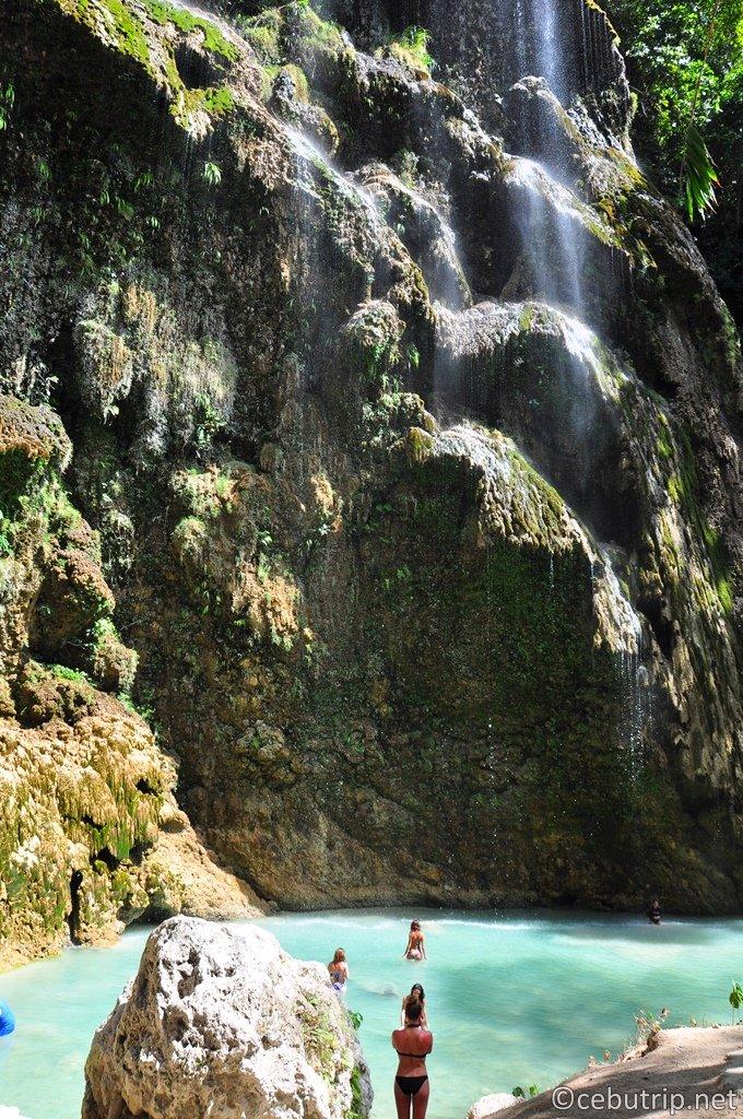 神秘の滝「ツマログの滝(Tumalog Falls)」