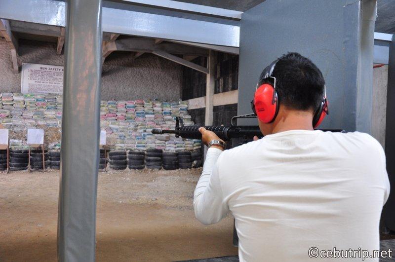マクタン島で実弾射撃が体験できる射撃場‼「Casey Gun Club」