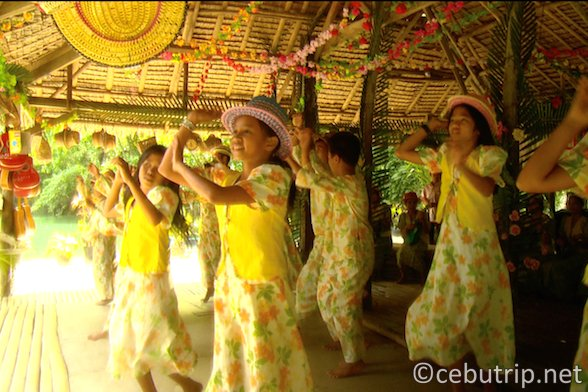 フィリピン伝統舞踊「バンブーダンス」