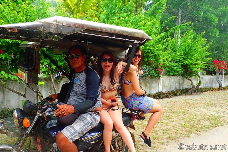 「オランゴ島」トライシクルに乗って島内散策&スノーケリング