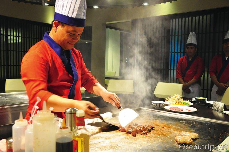 オシャレな雰囲気でゆったり食事が楽しめる『本格派 呑ん気 鉄板焼』