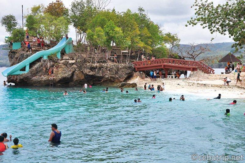 欧米人の観光客や移住者が急増中の魔女が住む島「シキホール」の魅力 サラグドンビーチ