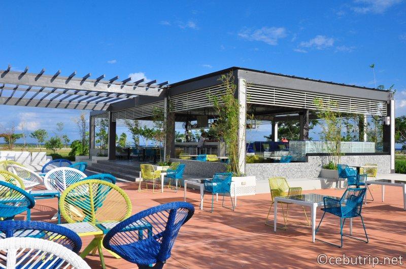 solea-resort-mactan-sandy-point-beach-drinks-alcohol-bar-liquor