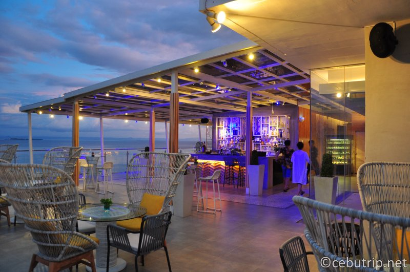 solea-resort-mactan-sky-lounge-chill-liquor-drinks-night-view
