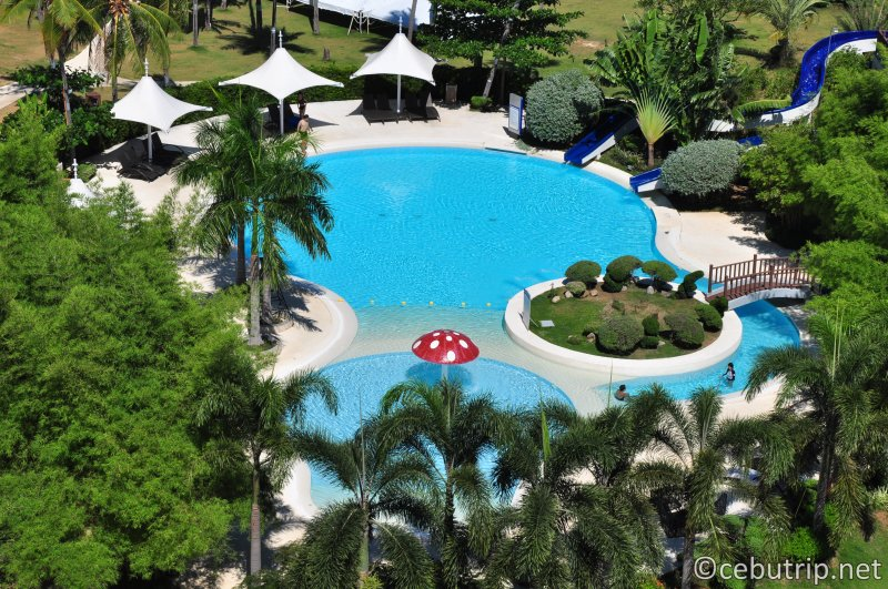 solea-resort-mactan-aqua-play-kids-pool-enjoy-slide-fun