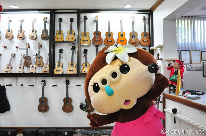 マクタン島はギターの生産地で有名!! 「アレグレギター」工房見学
