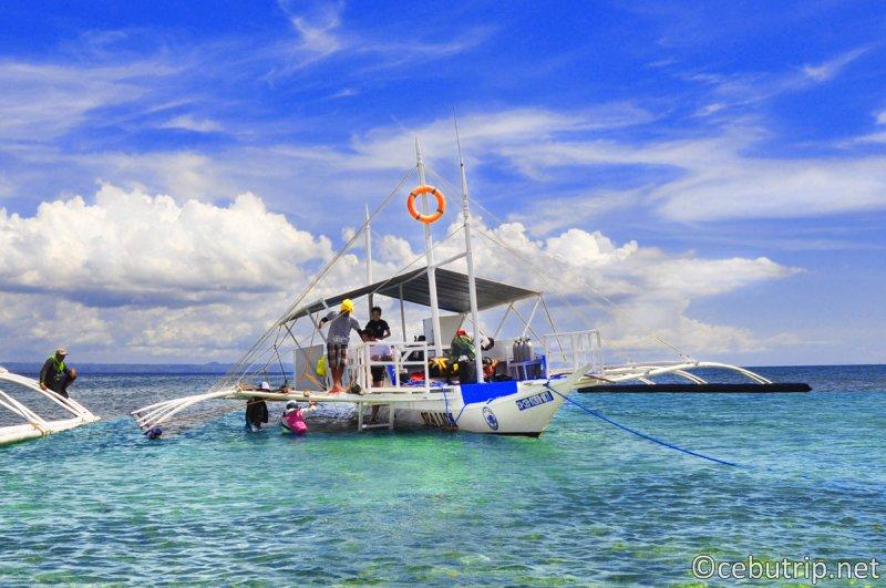 セブ島で格安ボートチャーター ボートを貸切ってアイランドホッピングへ行こう