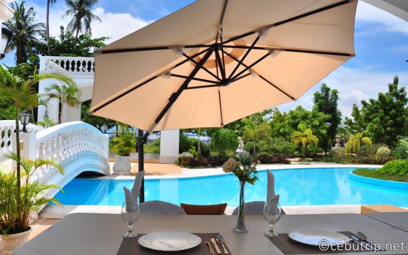オランゴ島のプライベート リゾート ヴィラ「Casa Blanca by the Sea」で優雅にデイユース。