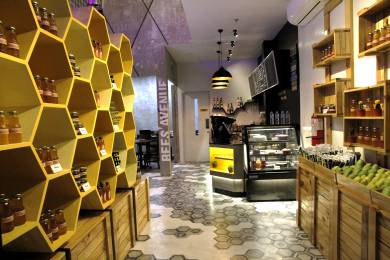 オーガニック蜂蜜が堪能できるカフェ&スーベニア「Purple Bee Shop & Cafe」