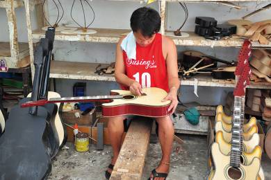 Alegre Guitars Factory #2