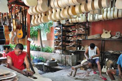 Alegre Guitars Factory #3